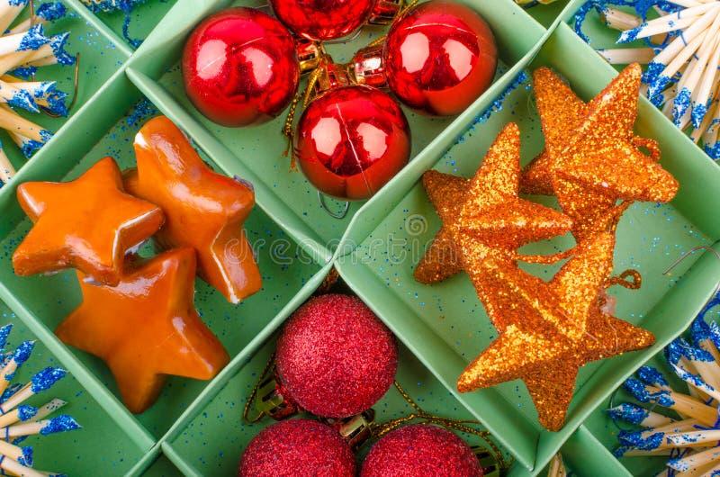 Download Decoraciones de la Navidad foto de archivo. Imagen de color - 44856886