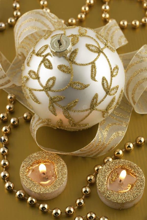 Decoraciones de la Navidad con las chucherías de la Navidad fotos de archivo