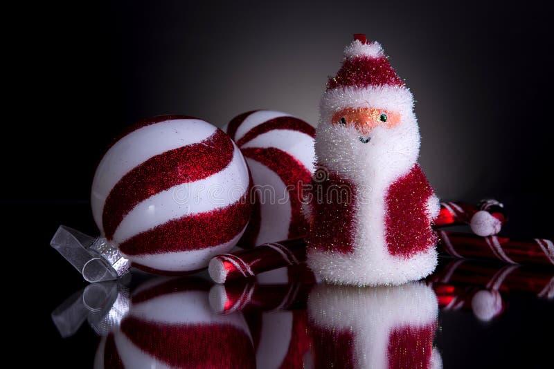 Decoraciones de la Navidad con santa mullido fotografía de archivo libre de regalías