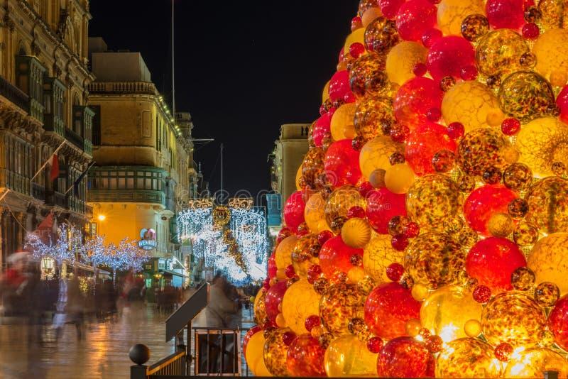 Decoraciones de la Navidad en la entrada de La Valeta, Malta foto de archivo libre de regalías