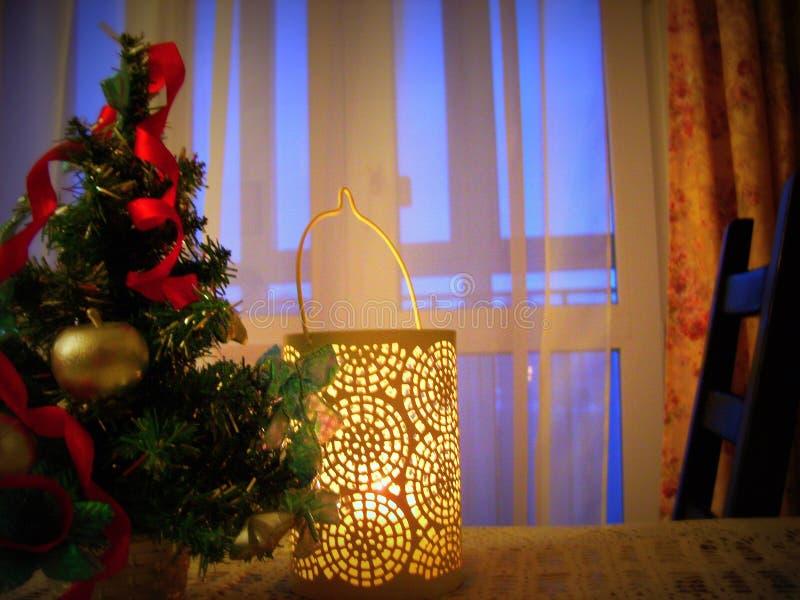 Decoraciones de la Navidad en la tabla fotos de archivo libres de regalías