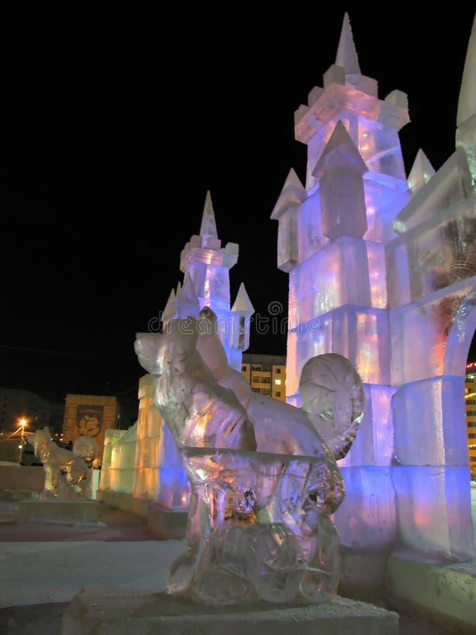 Decoraciones de la Navidad: esculturas del hielo. Año Nuevo. imagen de archivo