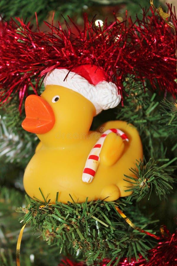 Decoraciones de la Navidad para el árbol en brillo y rojo del oro fotos de archivo libres de regalías