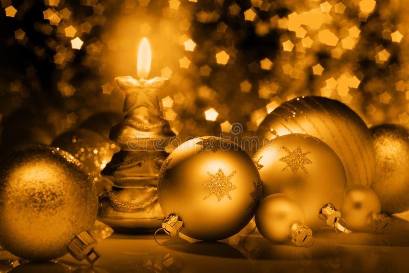 Decoraciones de oro de la Navidad fotografía de archivo libre de regalías