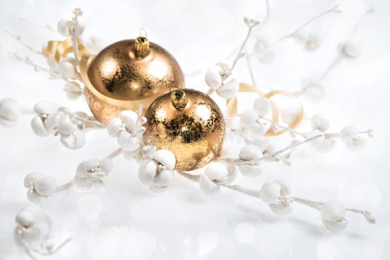 Decoraciones de oro de la Navidad imagen de archivo libre de regalías