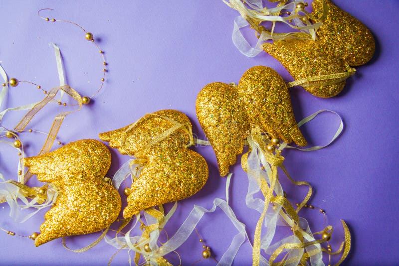 Download Decoraciones De Oro De Las Alas Por Año Nuevo Foto de archivo - Imagen de lila, regalo: 64213358