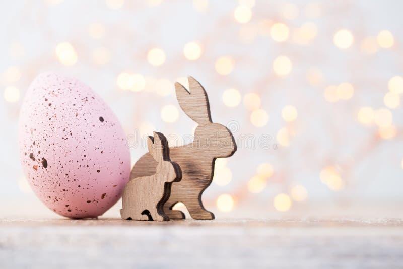 Decoraciones de Pascua en un fondo hermoso Tarjeta de felicitación fotos de archivo libres de regalías