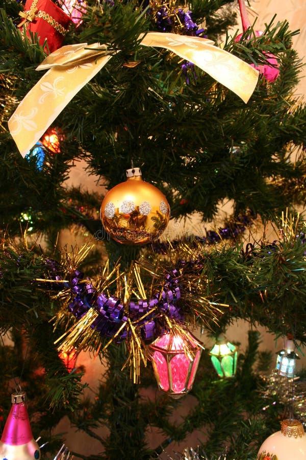 Decoraciones del árbol de navidad foto de archivo libre de regalías
