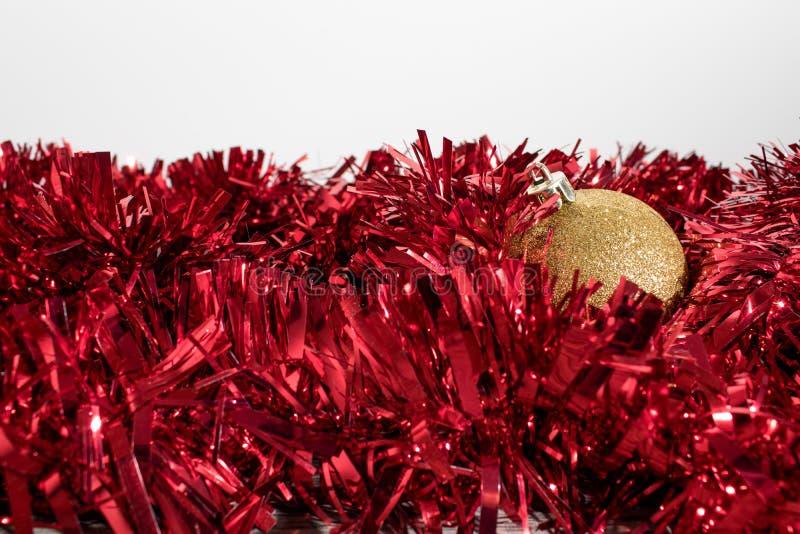 Decoraciones del árbol de navidad, bolas colorated en un whte b fotografía de archivo libre de regalías