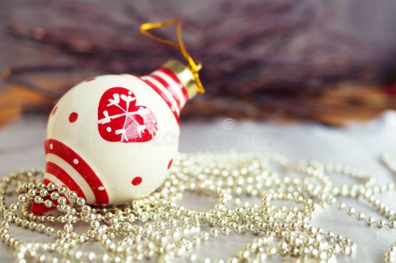 Decoraciones del árbol de navidad de la Navidad imagen de archivo libre de regalías