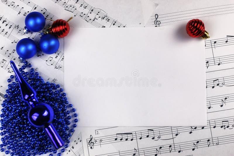 Decoraciones Del árbol De Navidad En La Tabla Y La Hoja Con Música ...