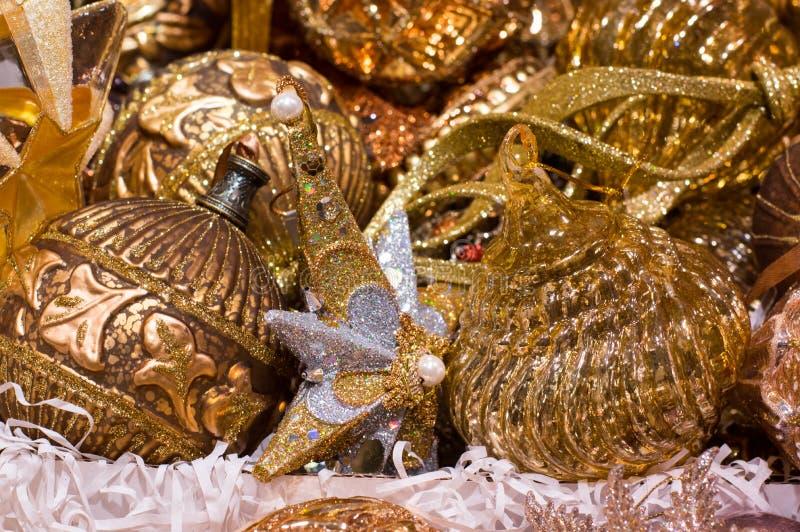 Decoraciones del árbol de navidad, llave de oro fotos de archivo libres de regalías