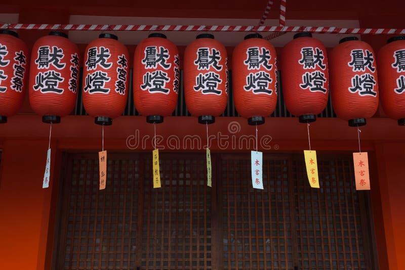 Decoraciones del templo en la capilla de Fushimi Inari foto de archivo