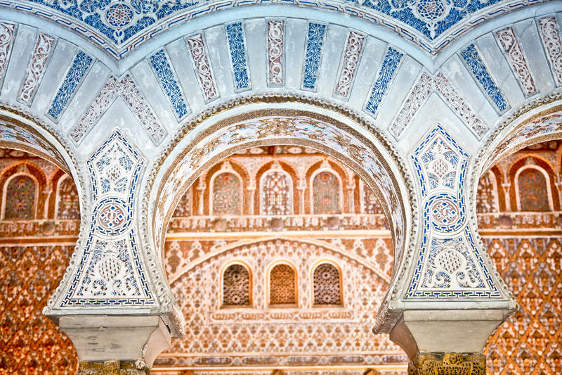 Decoraciones en los Alcazars reales de Sevilla, España. foto de archivo