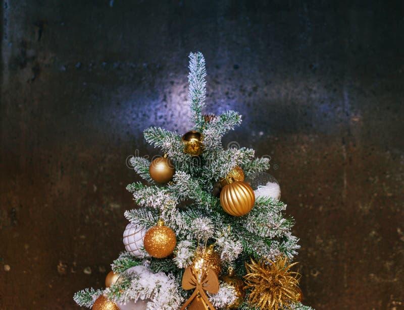 Decoraciones festivas brillantes que celebran la Navidad y el A?o Nuevo fotos de archivo libres de regalías