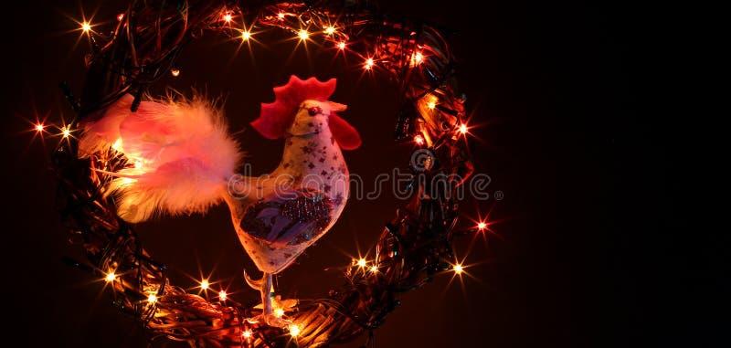 Decoraciones hechas a mano de los gallos del arte Tarjeta de la plantilla del día de fiesta de la Feliz Año Nuevo y de la Feliz N imagen de archivo
