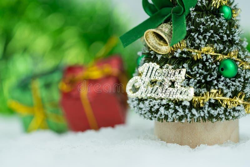 Decoraciones navideñas y Año Nuevo 2020 con espacio para copiar y fondo borroso fotos de archivo libres de regalías