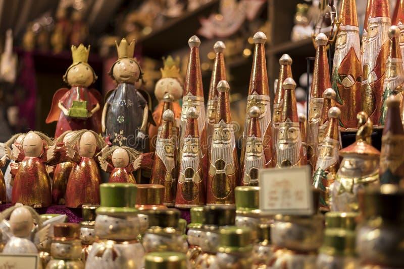 Decoraciones y juguetes de madera de la Navidad fotografía de archivo
