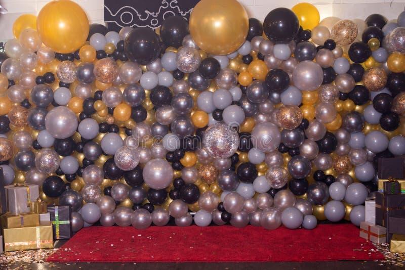 Decorado com a decoração colorida dos balões para a fotografia Photozone fotos de stock royalty free