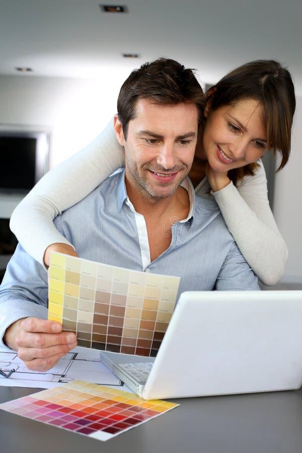 Decorando nossa casa imagens de stock royalty free