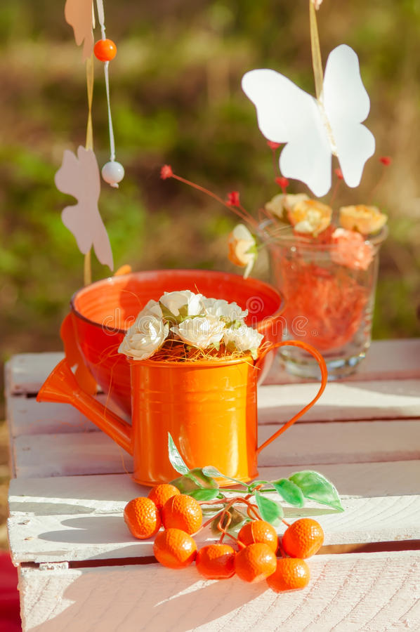 Decorated picnic with oranges and lemonade in the summer. Garden stock images