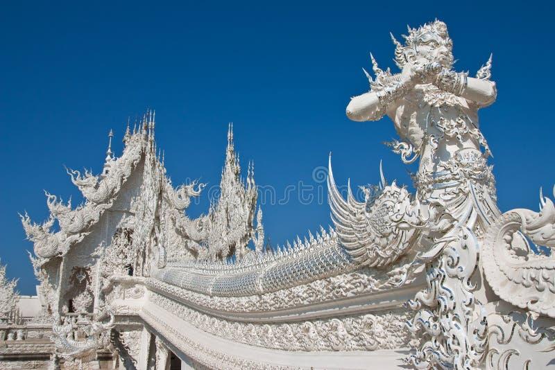 Decoratie van beroemde witte kerk, Thailand stock afbeeldingen