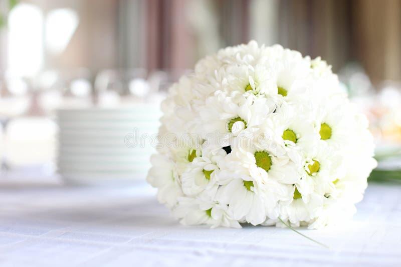 Decoratie van eettafel voor huwelijksontvangst royalty-vrije stock fotografie