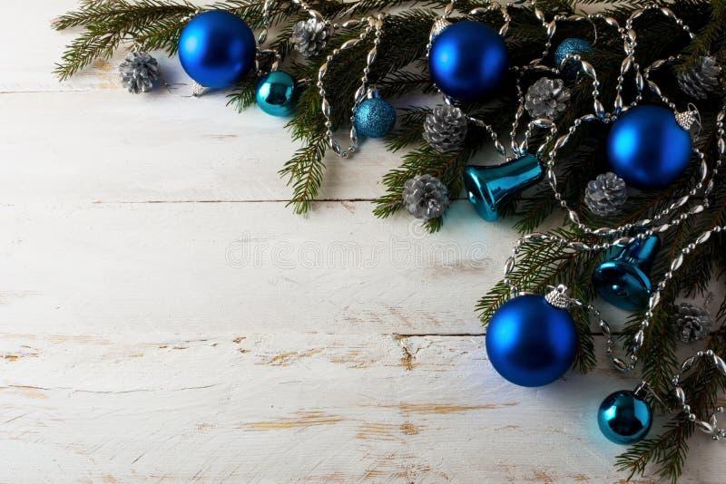 Decoratie van Kerstmis de blauwe ballen royalty-vrije stock foto's