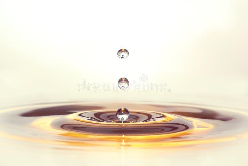 Decoratief gekleurd oranje-bruin drie waterdrops stock foto's