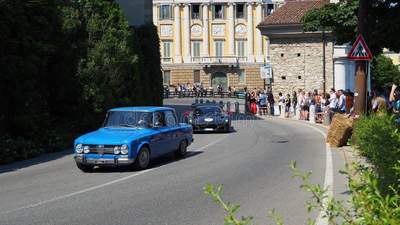 Decoratief venster van een historische woning Historisch Gran Prix Parade van historische auto's langs de route van de Venetiaans royalty-vrije stock foto