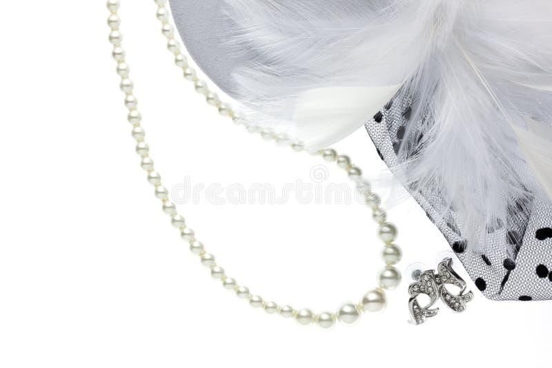 Decoratieparel en halfedelsteen op wit royalty-vrije stock fotografie