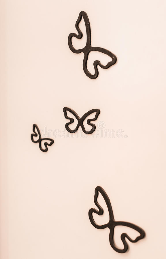 Decoratieve ceramische vlinder op de muur royalty-vrije stock foto's