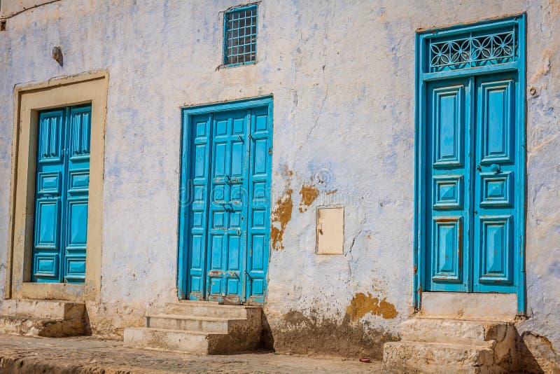 Decoratieve deur in Kairouan, Tunesië royalty-vrije stock fotografie