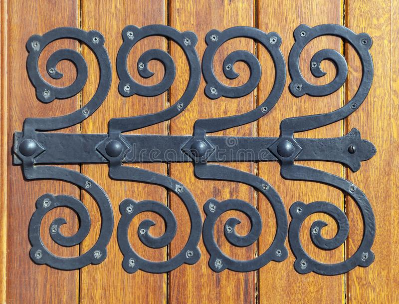Decoratieve deurscharnier stock afbeelding