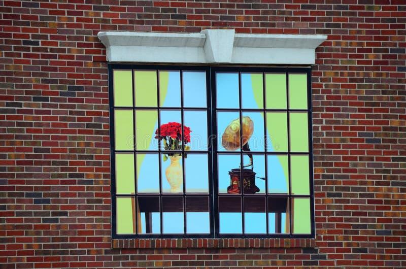 Decoratieve het venster van de muziekopslag reclame royalty-vrije stock foto's