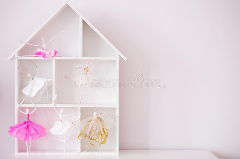 Decoratieve houten huisplank royalty-vrije stock afbeeldingen