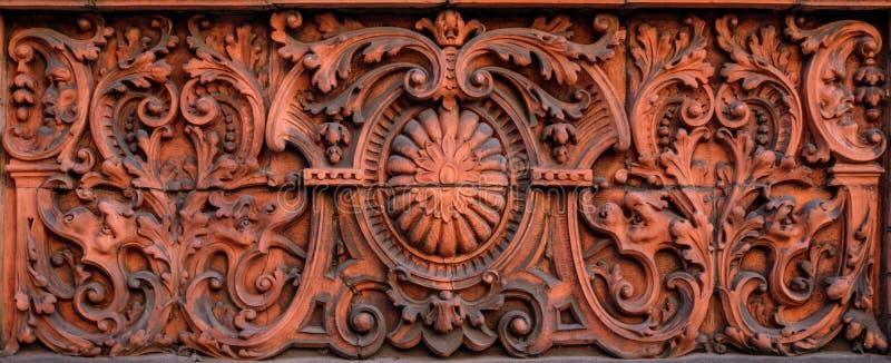 Decoratieve Onder ogen ziende Steengravure royalty-vrije stock fotografie