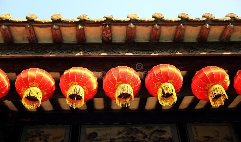 Decoratieve traditionele Chinese lantaarn, retro Chinese rode lantaarn, de uitstekende Aziatische lantaarn van het oosten stock afbeeldingen