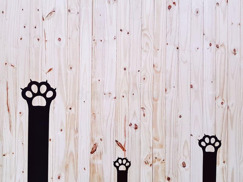 Decoratieve Zwarte Cat Paws On Wooden Plank-Muur royalty-vrije stock foto