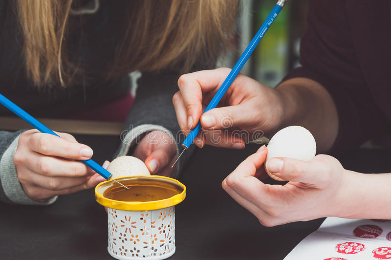 Decorating an Easter eggs stock photography