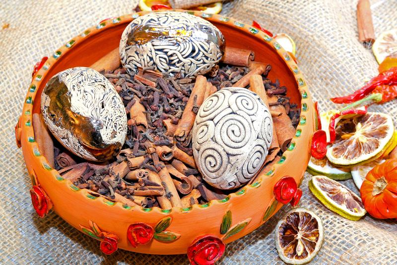 Decorative eggs. In bowl full of cinnamon sticks stock photography