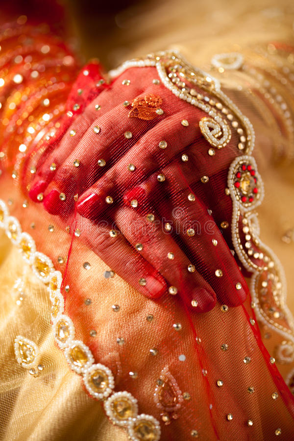 Free Decorative Hand Of Bride Stock Images - 34680214