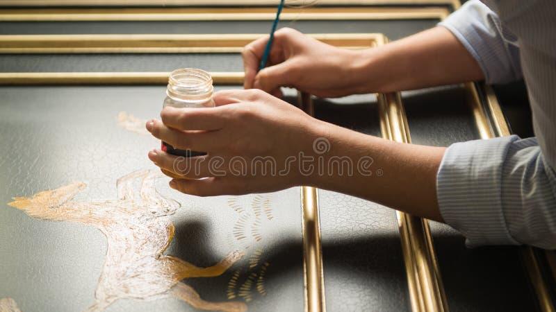 Decoratore dell'artista sul lavoro fotografia stock
