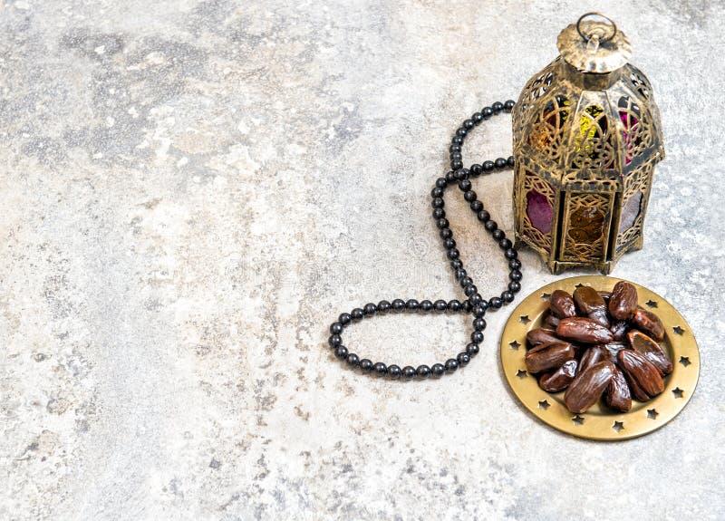 Decorazione araba del Ramadan del rosario delle date della lanterna fotografia stock libera da diritti