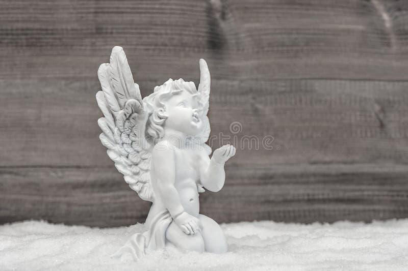 Decorazione bianca di Natale del cherubino della neve di angelo piccola immagini stock libere da diritti