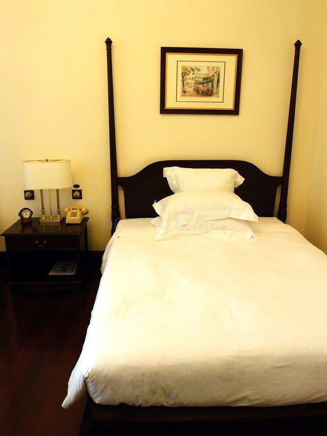 Decorazione coloniale britannica antica della camera da letto di stile fotografia stock