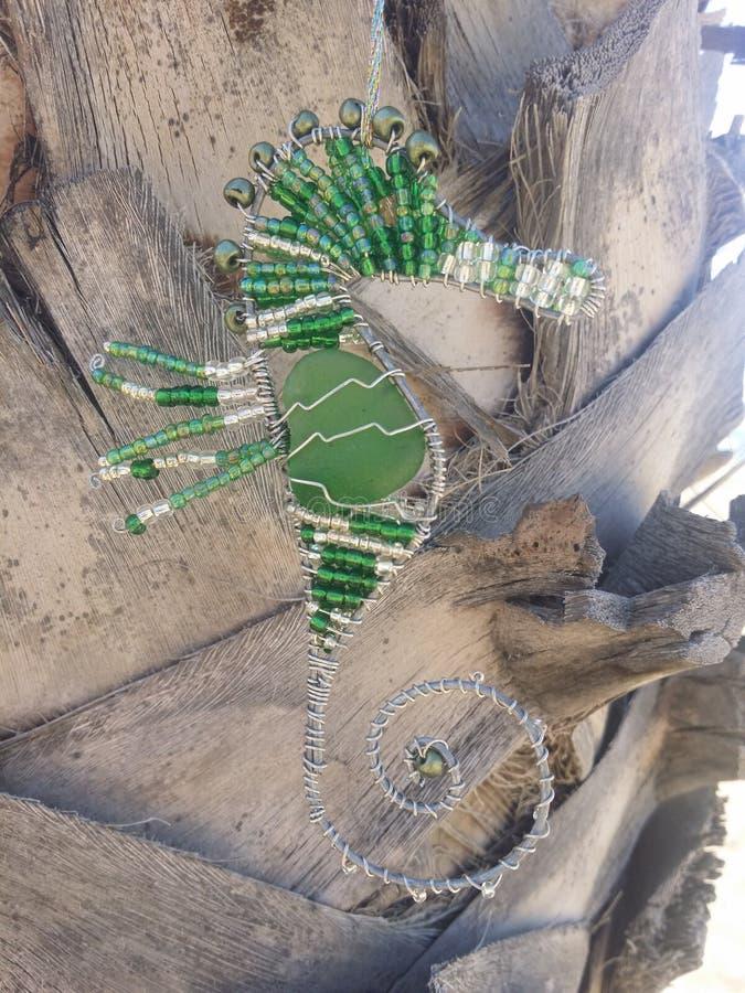 Decorazione d'attaccatura dell'ippocampo sulla palma fotografia stock libera da diritti