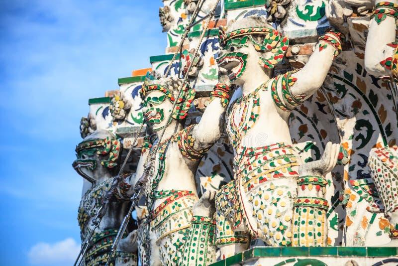 Decorazione dei portatori della base della scimmia in Wat Arun il Temple of Dawn nel viaggio turistico di Bangkok, del tempio bud fotografia stock