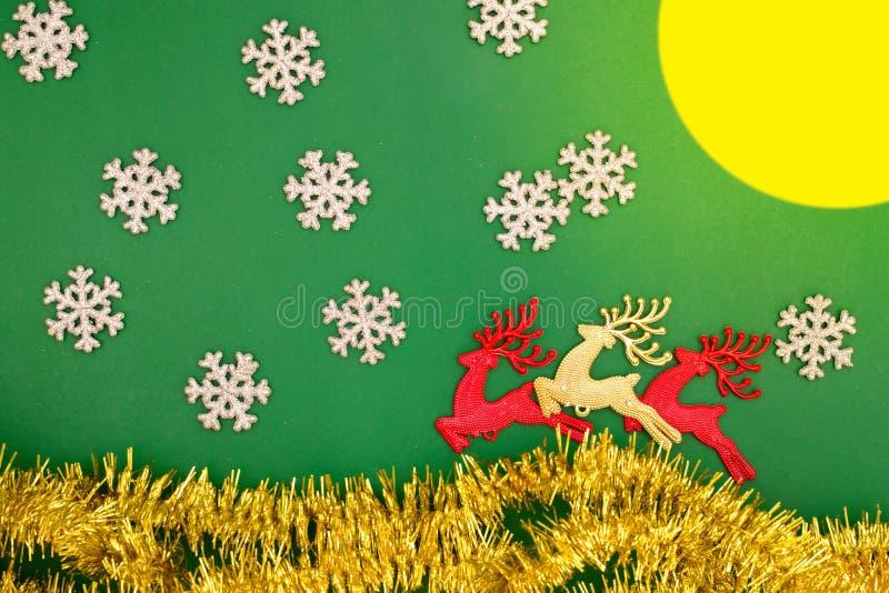 Decorazione del giocattolo, della neve, della luna e dell'abete della renna per le vacanze invernali immagini stock libere da diritti