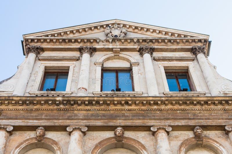 Decorazione del palazzo su Piazza del Castello a Vicenza immagini stock libere da diritti